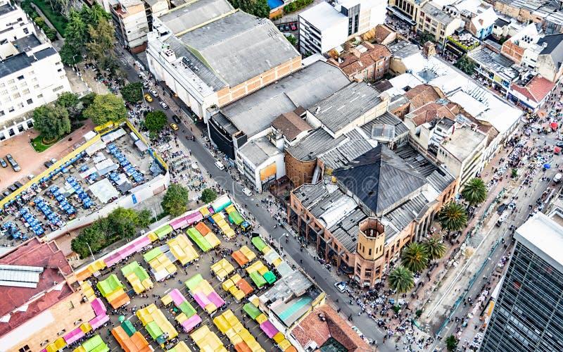 Улицы городской Богота Колумбии где вы можете увидеть блошиный рынок стоковое фото rf