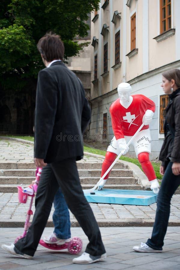 улицы игроков хоккея bratislava стоковые фотографии rf