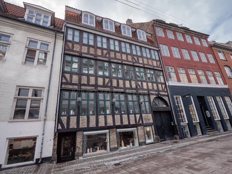 Улицы Копенгагена старые мощенные булыжником, Дания стоковые изображения rf