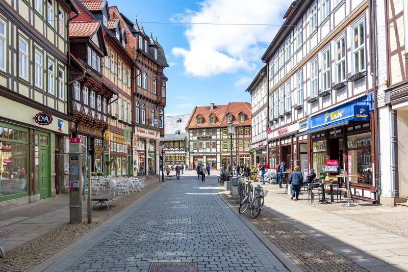 Улицы старого городка с полу-timbered домами, Wernigerode, Германии стоковая фотография