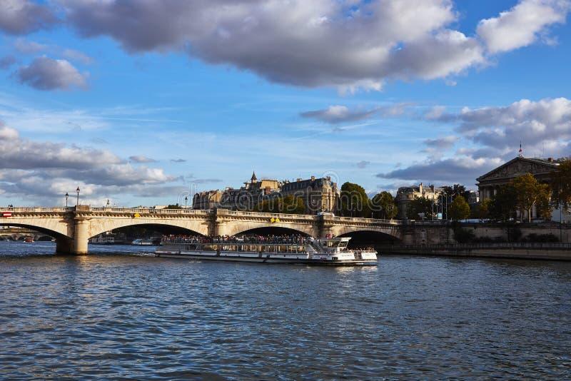 улицы paris montmartre стоковое изображение