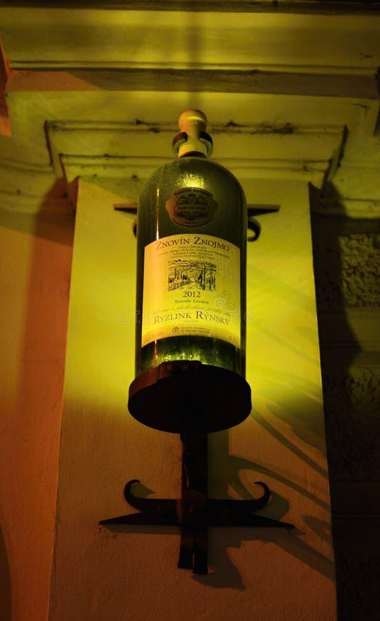 Уличное освещение в форме бутылки стоковые фотографии rf