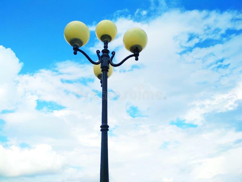 Уличный свет, архитектурноакустическое решение стоковые фото