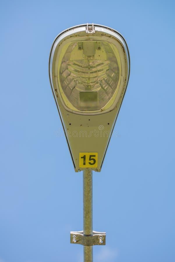 Уличный фонарь крупного плана детальные/уличный свет с голубым небом в предпосылке стоковое изображение rf