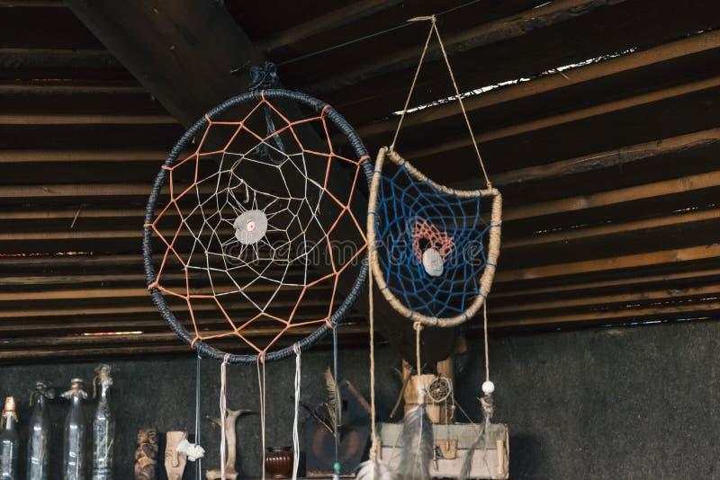 Уловитель мечты талисмана Атрибуты шамана стоковое фото