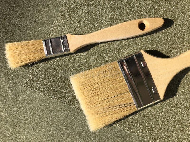 Улучшения дома и DIY, 2 кисти стоковая фотография