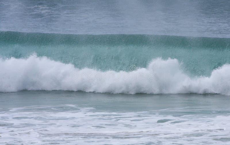 Download улучшите волну стоковое фото. изображение насчитывающей приливно - 6860596