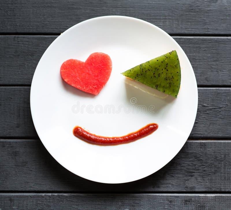 Улыбнись сладким завтраком с любовью Различные эмоции Люди Печально или счастливо Вкусная еда стоковые изображения rf