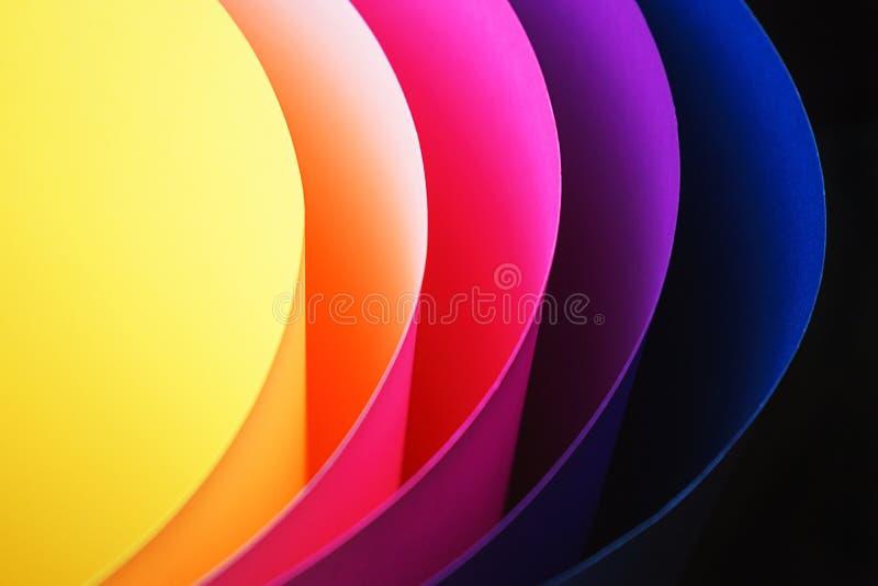 Ультрамодная неоновая multicolor предпосылка от картона других цветов стоковые изображения