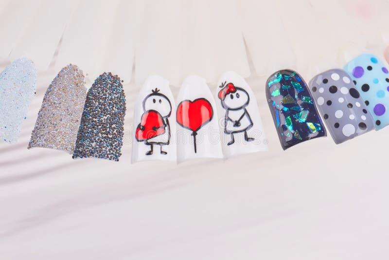Ультрамодное искусство ногтя на пластичных подсказках стоковое изображение rf