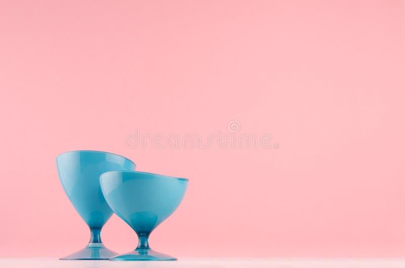 Ультрамодное оформление hi-техника для внутреннего - элегантная отполированная абстрактная синь округлила украшение падений на бе стоковые фото