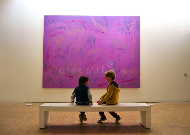 Ультрафиолетов общее соображение на музее Лилля Metropole искусства современных, сверстницы и аутсайдера стоковые фотографии rf