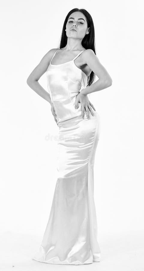 Уменьшите и приспособьте концепцию Фотомодель с тонкой диаграммой в результат dieting и фитнеса Женщина в элегантном белом платье стоковые изображения rf