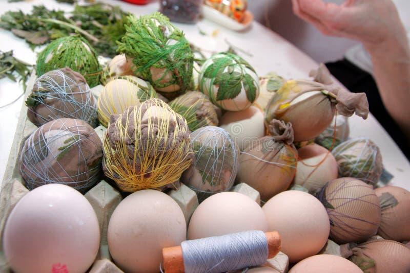 Умирать пасхальных яя стоковые фото