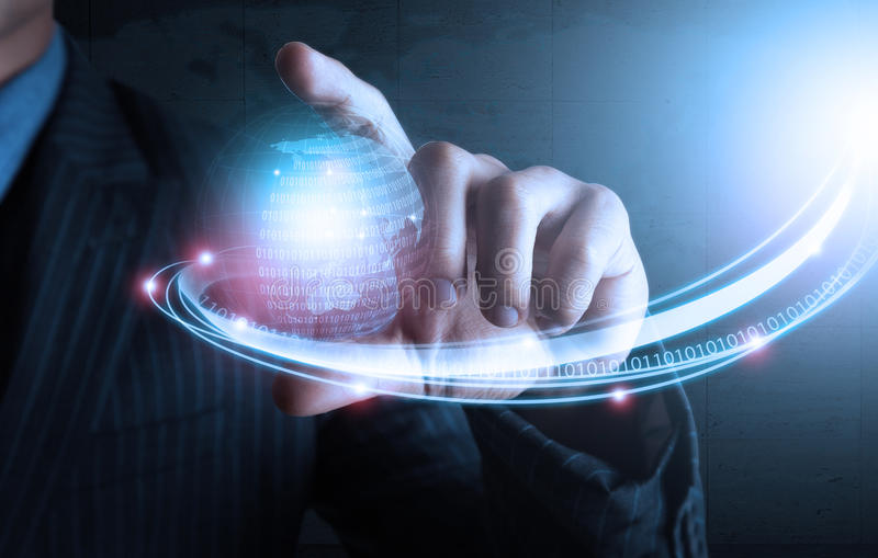 Умная рука показывая футуристическую технологию соединения стоковое изображение