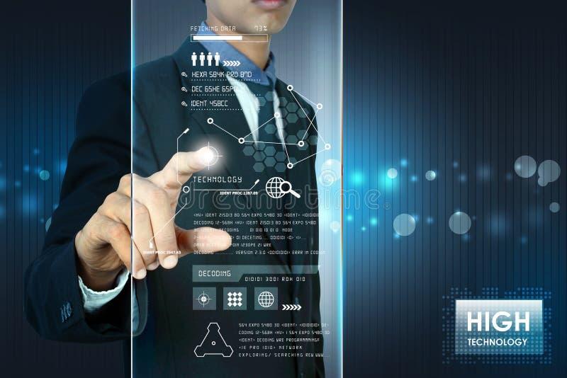 Умная рука показывая футуристическую технологию стоковое изображение rf