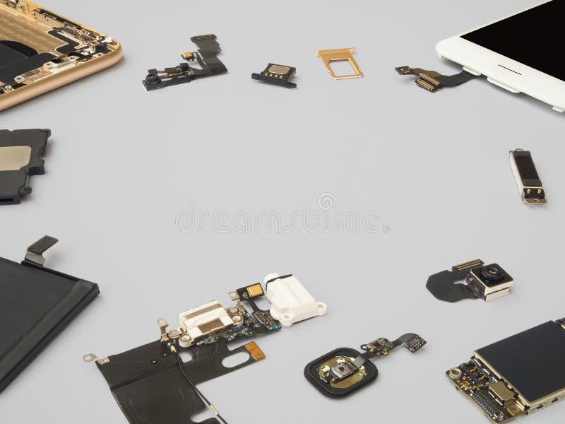 Умный изолят компонентов телефона на белой предпосылке стоковые фото