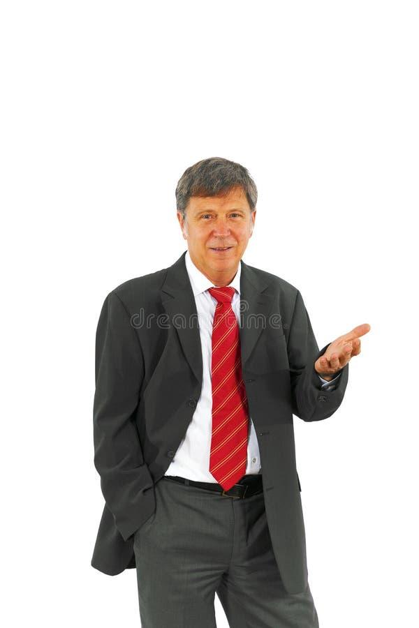 Умный успешный бизнесмен с красной связью и черным костюмом стоковое изображение
