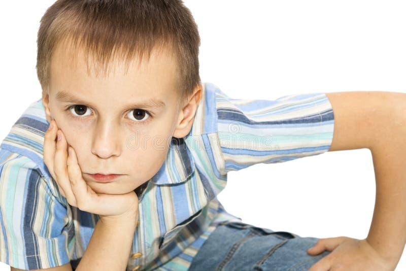 умышленно посмотренное расстояние мальчика стоковая фотография