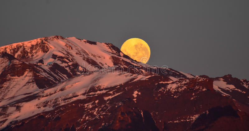 лунатируйте подъем на гору снега Патагонии стоковая фотография rf