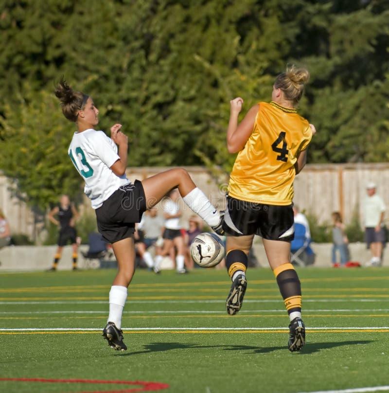 университетская спортивная команда футбола 2 девушок стоковое фото rf