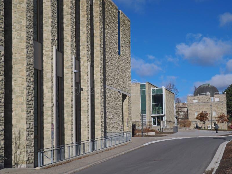 Университетский кампус с современными каменными зданиями стоковое фото rf