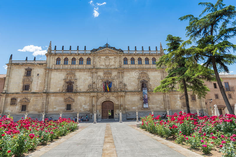 Университет фасада Alcala от Alcala de Henares, Испании стоковое изображение rf
