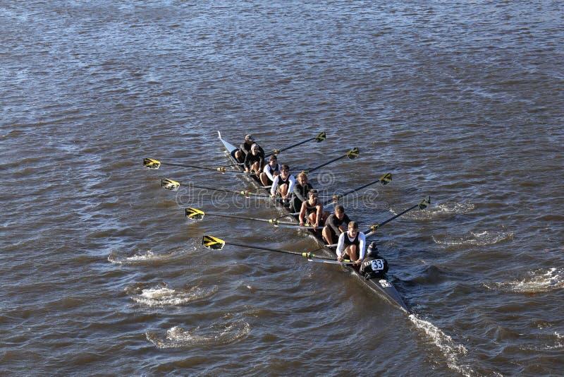 Университет Vanderbilt участвует в гонке в голове коллежа Eights людей регаты Чарльза стоковое фото