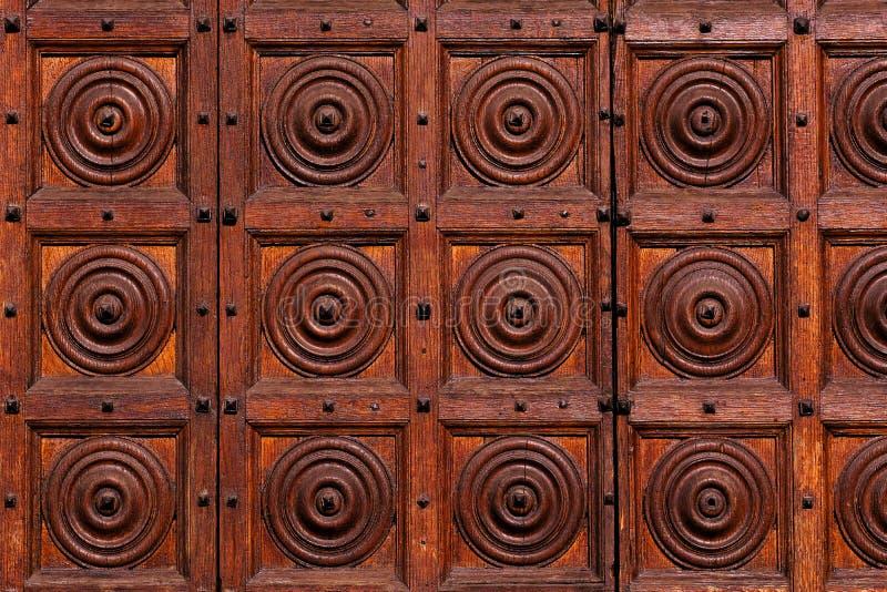 Уникальная старая деревянная текстура, массивные двери стоковое изображение rf