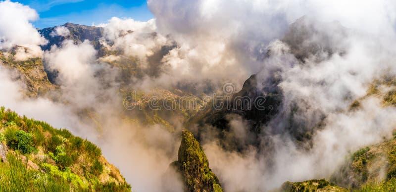 Уникальное изображение Pico Arieiro в Мадейре стоковые изображения