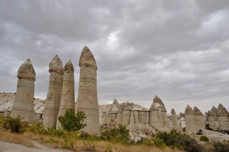 Уникально вулканические каменные штендеры, ` печной трубы ` fairy в долине влюбленности, Турции стоковые фотографии rf