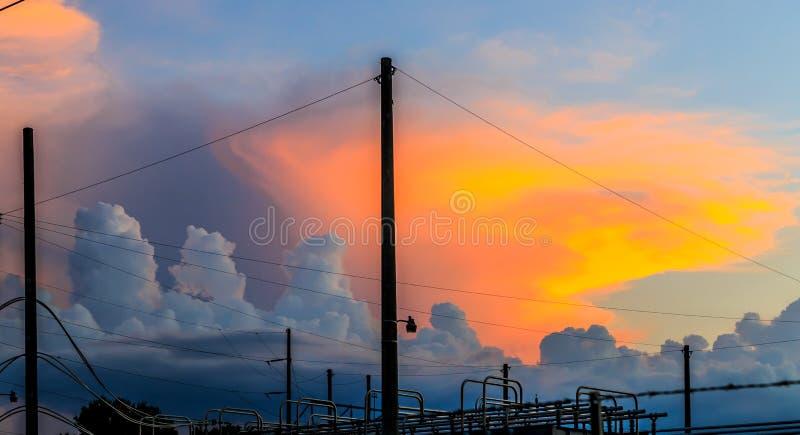 Уникально конфигурация облака с передним планом соединения силы стоковое фото rf