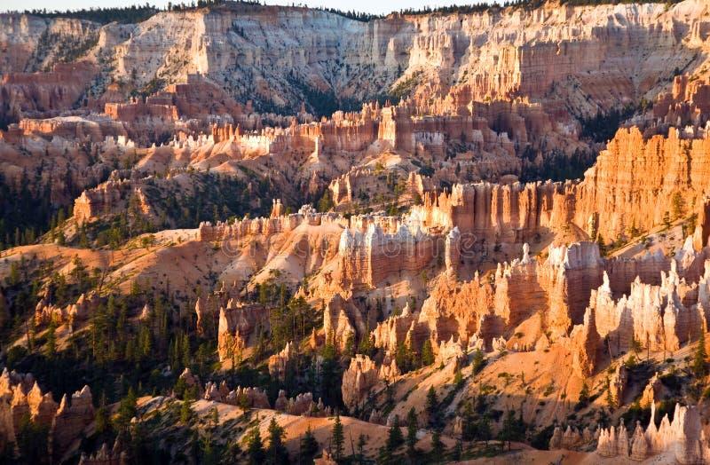 Download Уникально и красочный утес Hoodoo Стоковое Фото - изображение насчитывающей ландшафт, национально: 40580668