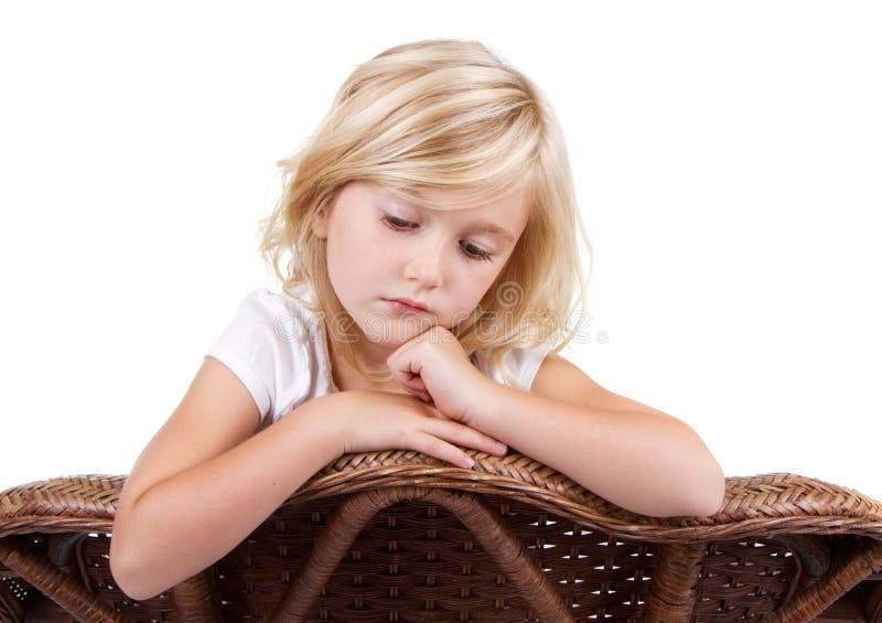 Download Унылая девушка сидя в стуле Стоковое Фото - изображение насчитывающей brougham, одно: 33731614