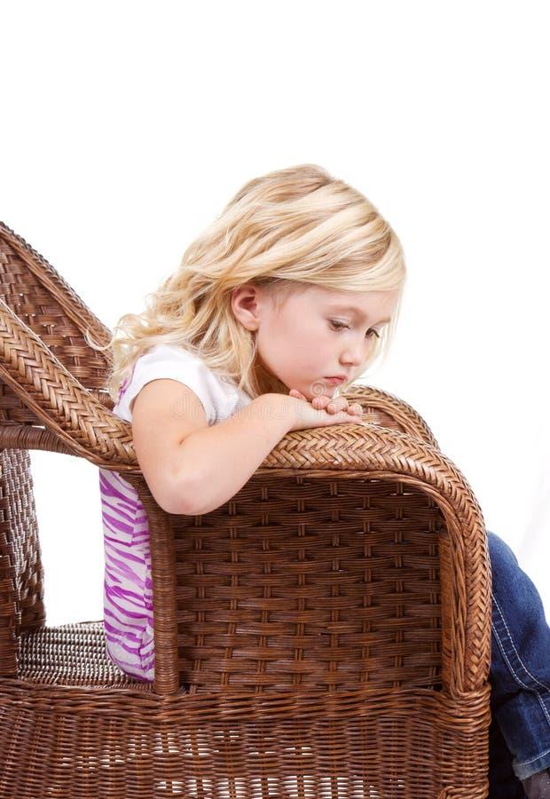Download Унылая девушка сидя в стуле Стоковое Фото - изображение насчитывающей нажатие, preschooler: 33731642