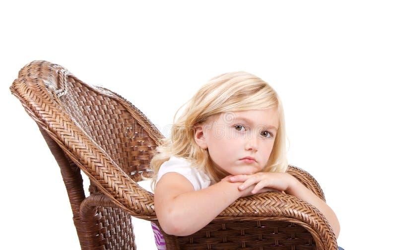 Download Унылая девушка сидя в стуле Стоковое Изображение - изображение насчитывающей выражение, персона: 33731653