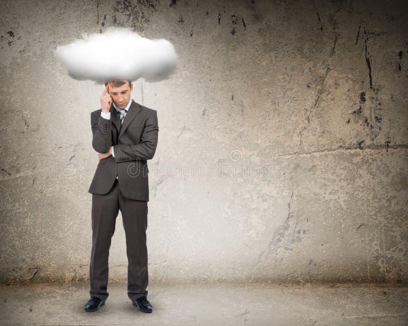 Унылый бизнесмен с облаком над головой, вид спереди стоковое фото