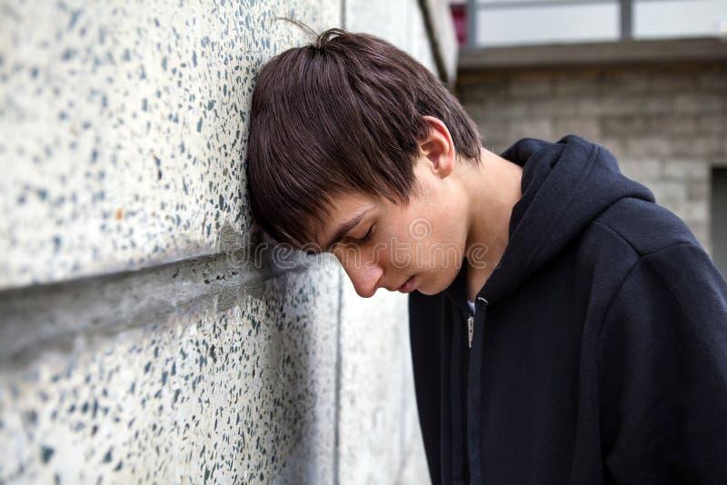 Унылый молодой человек внешний стоковая фотография rf