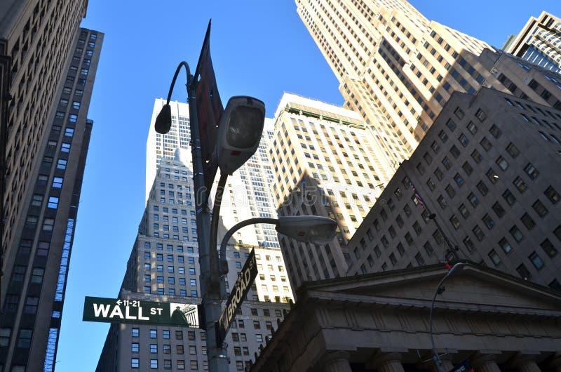 Уолл-Стрит и нью-йоркская биржа, Нью-Йорк, США стоковое фото rf