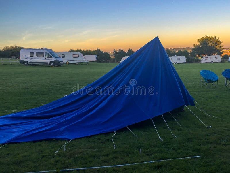 Упаденный вниз шатер стоковые изображения rf