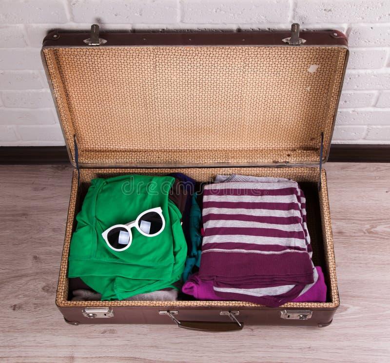 упакованный сбор винограда чемодана стоковое фото rf