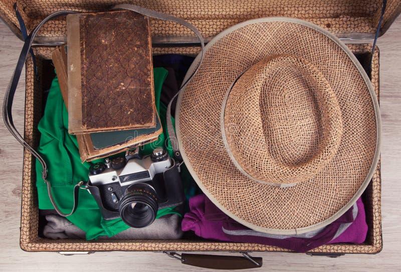 упакованный сбор винограда чемодана стоковое изображение rf