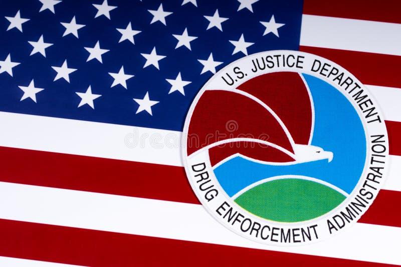 Уплотнение администрации принуждения лекарства и флаг США стоковая фотография rf
