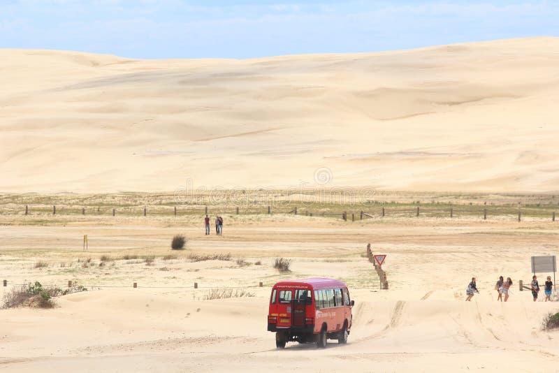 Управлять в песчанные дюны стоковая фотография