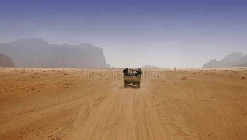 Download управлять пустыни стоковое изображение. изображение насчитывающей изолировано - 487729