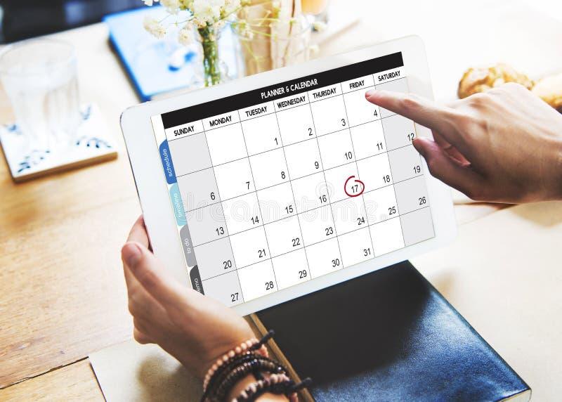 Управление организации плановика календаря напоминает концепцию стоковое изображение