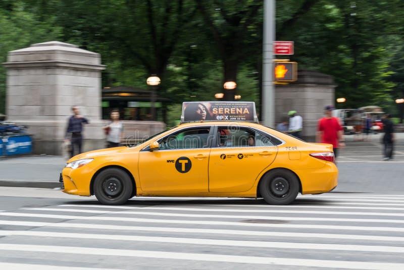 Управлять такси Нью-Йорка стоковые фотографии rf