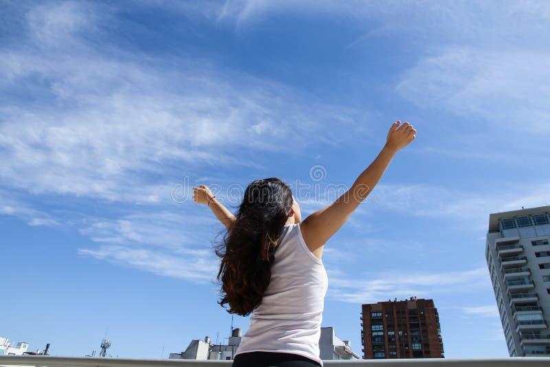 Download Урбанская йога стоковое фото. изображение насчитывающей мир - 40584738