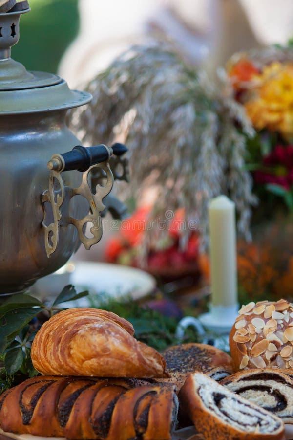 Урна чая whith чаепития осени русская стоковое фото rf