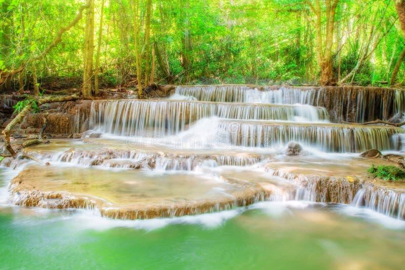 Уровень 6 водопада Erawan в провинции Kanchanaburi, Таиланде стоковая фотография
